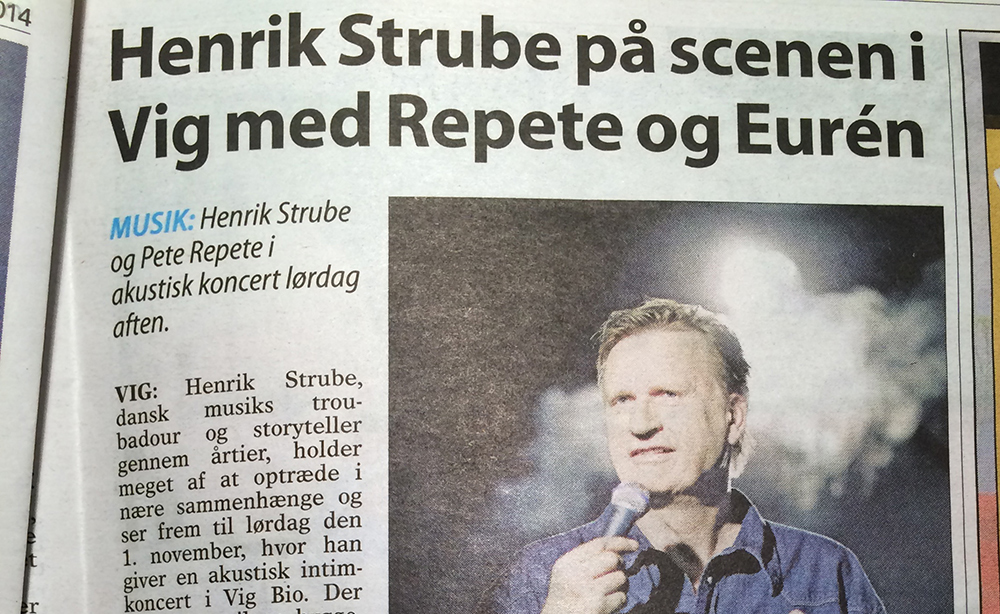 Henrik Strube at stage in Vig with Repete og Eurén
